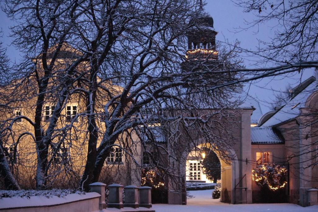 Galiny_pałac_noc_zima
