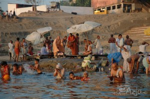 Ganges wVaranasi owschodzie słońca