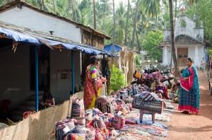 Pchli targ na plaży wAnjuna. Goa