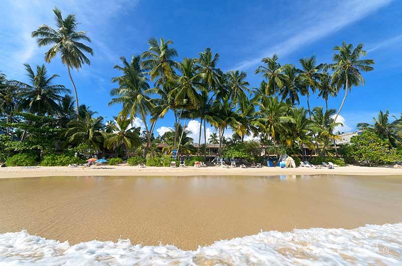 Plażowanie, kąpiele w morzu, relaks, odpoczynek