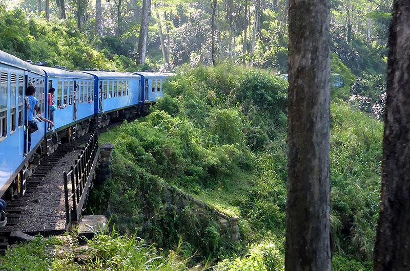 Podróż po jednej z najbardziej malowniczych tras kolejowych w Azji